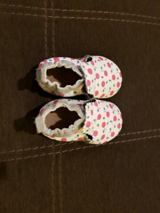 Baby girl robeez size 6-12 months