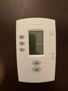 Honeywell PRO 2000 5-2 Day Programmable Thermostat - Like New