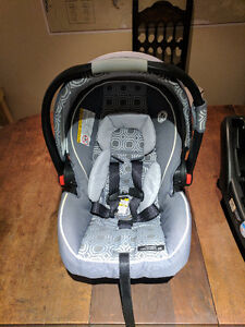 Baby Car Seat and Base - Graco Snugride 35