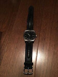 Nixon men's minimal watch leather band