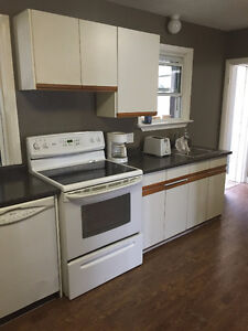 Room for rent - Steps to Fanshawe and city bus routes! London Ontario image 4