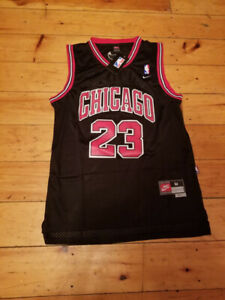 SPORTS MICHAEL JORDAN CHICAGO BULLS 23 JERSEY- MEDIUM- STITC