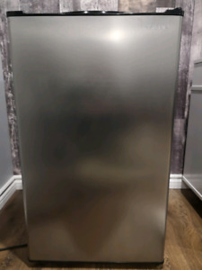 Insigna Bar Fridge  4.4 Cubic Feet Stainless Steel