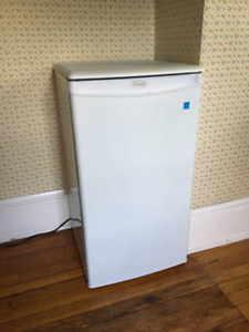 Danby Mini Fridge w Freezer and Shelves