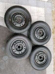 Like new Avalanche Winter Tires