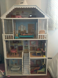 Kidkraft barbie  dollhouse with furnitures