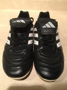 Women's Adidas Outdoor Soccer Cleats Size 7 London Ontario image 6