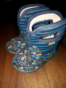 Baby bogs size 4
