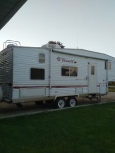 2002 Fleetwood Terry 5th wheel With bunks