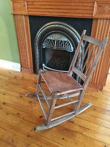 Petite chaise berçante d'époque - 100 $ West Island Greater Montréal image 1