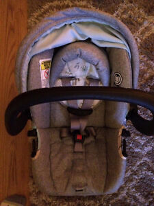 Selling safety1st stroller, carseat and base Windsor Region Ontario image 9
