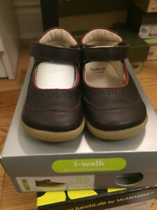 New Bobux I-walk shoes size 21 toddler girl