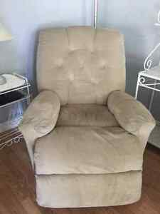 Electric reclining chair Windsor Region Ontario image 1