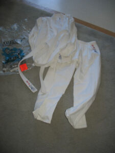 """Karategi uniform  long style white will fit someone 4ft 3"""" to 4f"""