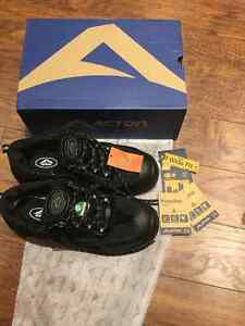 STEEL TOE SHOES BRAND NEW IN BOX