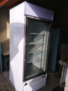 CONGÉLATEUR 1 PORTE VITRÉE /SINGLE DOOR FREEZER