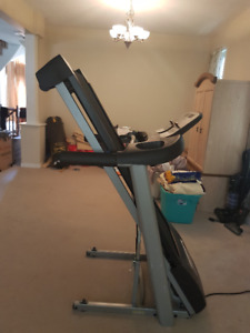 Quick Sale: Treadmill Tempo 632T GREAT CONDITION! Need Gone!