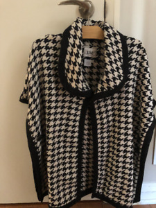 Pre-owned houndstooth poncho