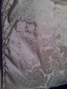 King Size Damask Bed Puff, Shams and Bolster