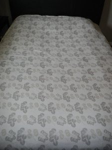 Duvet Cover (size double and it's double sided)