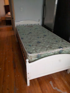 Single bed + Mattress and Boxspring - Great Price!!!