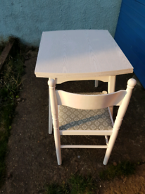 Folding Dinner Table and Chairs x4