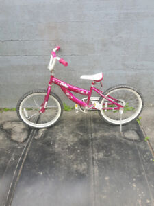 Just like new girls bike!! Great gift for Christmas!!