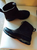 North face waterproof winter boots (brand new)