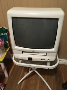 Older Tv with VCR Recorder and Remote Works Great