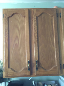 Wanted: Kitchen cabinets, 2 Upper & 3 Lower base cabinets