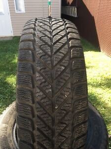 Pneus hiver 255/60/19 Goodyear ultragrip ice 16/32 comme neuf