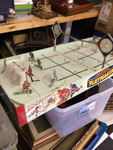 VINTAGE 1950's NHL TABLE TOP HOCKEY EAGLE PLAYMAKER GAME.