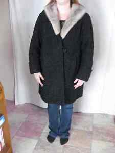 VINTAGE WOMEN'S WINTER  WOOL AND FUR DRESS COAT