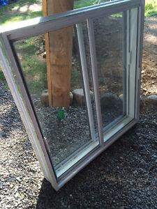 Aluminium sliding windows / fenêtres coulissantes en aluminium