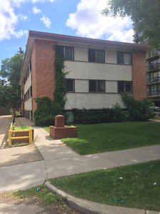 Oliver, Downtown - Large Renovated Two Bedroom