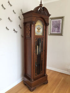 Solid wood grandfather clock made by Hentschel / Forestville