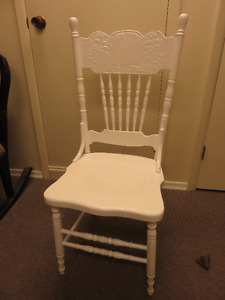 PRESS BACK WHITE PAINTED CHAIR GREAT CONDITION asking $4