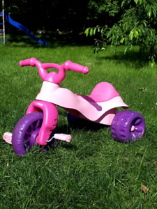 Big Wheel / Tricycle de filette rose Fisher Price