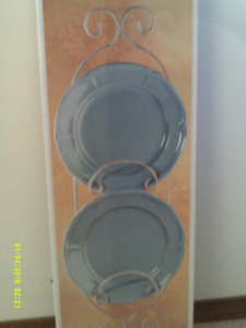 DECORAATIVE WROUGHT IRON PLATE RACK FOR SALE