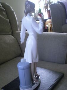 "Lladro Figurine - "" Female Physcian "" #5197 Kitchener / Waterloo Kitchener Area image 2"