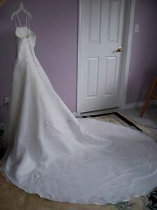 Alfred Sung Wedding Gown Peterborough Peterborough Area image 2
