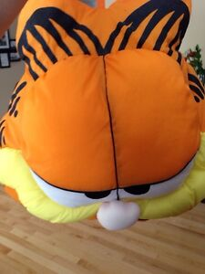 Garfield the cat Pillow Gatineau Ottawa / Gatineau Area image 4