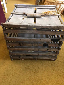 VINTAGE EGG CRATE WITH ORIGINAL HANDLE