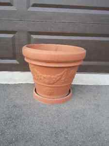 LARGE TERACOTTA  PLANTER & SAUCER -WON'T CRACK IN COLD WEATHER London Ontario image 2