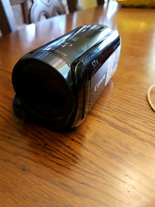 Canon Vixia HF R600 w/ bag and sd card