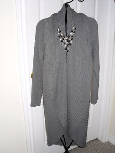 Beautiful Small size Grey sweater Sale $5.00