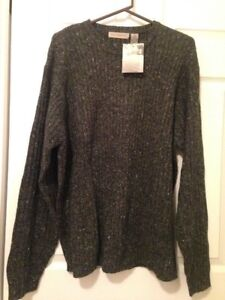 New!!! Men's Sweater Size Large