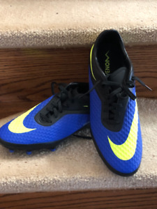 **BRAND NEW** Soccer Cleats (not turf)