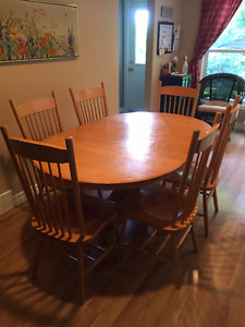 Century Wood Pedestal Table & Chairs