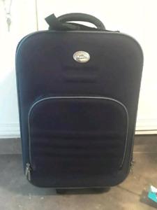 Petite valise bleu marin a plusieurs compartiments
